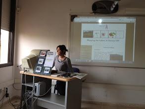 Photo: Mireia Munmany a punt de presentar el Mapa Literari Català