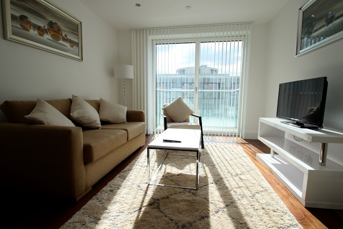 Simplistic living room in Lincoln Plaza Serviced Apartments, Canary Wharf