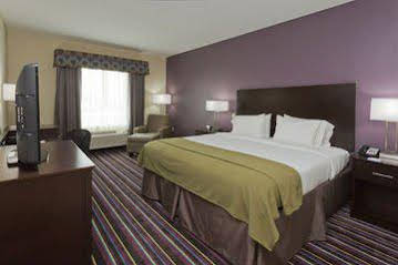 Holiday Inn Express and Suites Raceland Highway 90