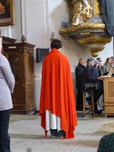 Photo: Unsere Jugend gestaltet dramatisch die Leidensgeschichte. Hier steht Jesus im Purpurmantel und mit der Dornenkrone.