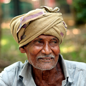 When both tears and smile are witnessed in old age... by Vinod Rajan - People Street & Candids ( peoples, tears, street scene, smiles, portraits, portrait photographers, candids, portrait and people, portrait, people, smile, candid, men, street photography, portraiture,  )