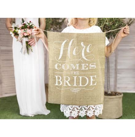 Skylt juteväv - Here comes the bride