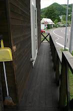 Photo: テラスはつながっていて建物の裏へ行けます。 露台通往别墅内 terrace to the other side of the hosue
