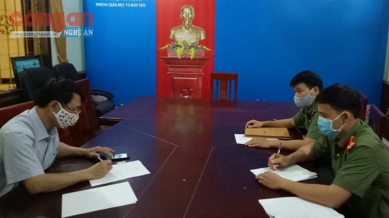 Công an huyện Yên Thành làm việc với người đăng tải thông tin                                     không chính xác về trường hợp trốn khỏi khu cách ly phòng, chống dịch COVID-19