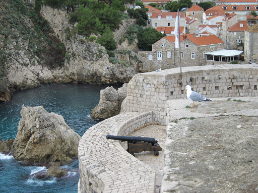 dubrovnik-cannon-lookout.jpg - A cannon on one of the ramparts that have protected Dubrovnik since the 12th century.