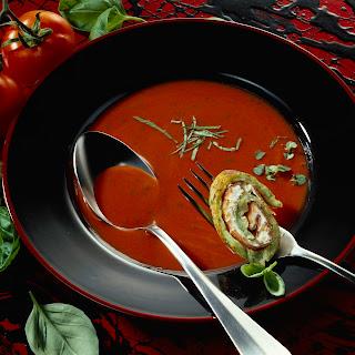 Tomatensuppe Toscana und Broccolipfannkuchen mit Lachsschinken und Frischkäse