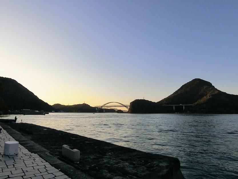 三角西港の石積み