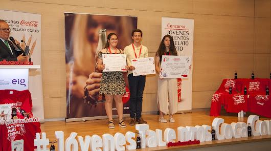 Ana Segura gana el concurso de relatos de Coca-Cola en su fase provincial
