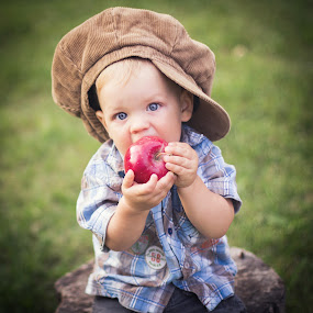 Apple by Diána Barócsi - Babies & Children Babies ( child, family, baby, toddler, eyes,  )