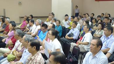 Photo: 出席的業者聚精會神聆聽周副議長的 解析