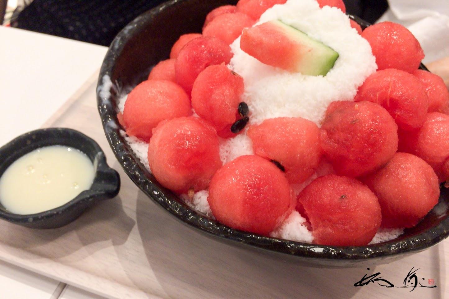 季節のフルーツは、鳥取県産の大栄スイカ