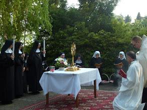 Photo: La prima sosta, inginocchiati in preghiera