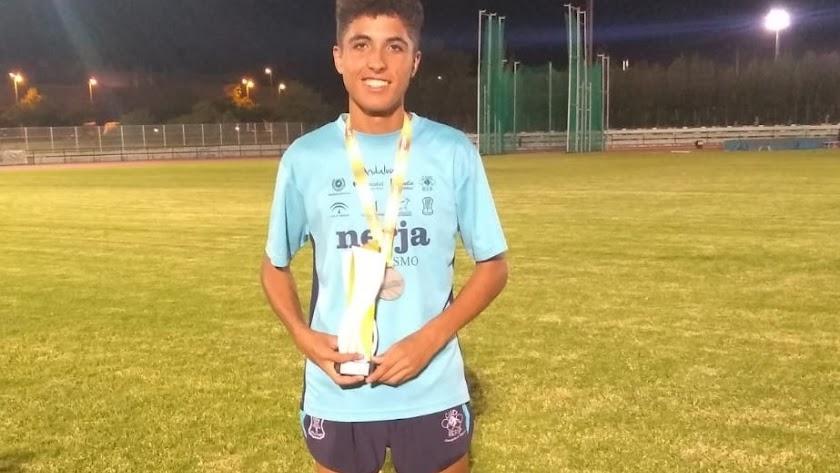 El joven atleta huercalense Antonio García.