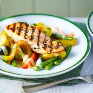 Grilled salmon Niçoise.
