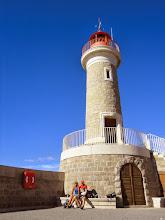 Photo: Pour cadrer le phare dans cette photo le photographe a du reculer jusqu'au bord...!