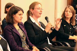 Photo: In seiner Antwort zu Fragen nach Austauschprogrammen verwies Botschafter Murphy auch auf http://educationusa.de/