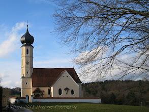 Photo: AUGENblicke:  Burgkapelle St. Sebastian in Leonberg 502 m.ü.M http://de.wikipedia.org/wiki/Leonberg_(Grafschaft)  Hoch über dem Inn (502 m.ü.M), gegenüber der Alzmündung, stand im Mittelalter die Burg der mächtigen Grafen von Leonberg (in alten Urkunden Lemberg, Lenberg oder Leumberg) mit Burgkapelle. Der reißende Inn unterhöhlte das Hochufer immer mehr. Im 16. Jahrhundert begann die Burganlage abzustürzen, man wollte die Kapelle retten, brach sie 1585 ab, transportierte das Material an den jetzigen Standort und baute sie 1586 wieder auf.