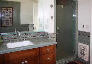 Photo: Barron Bathroom -Border Design MTW-L-500, Mural Design MTW-MP-SP1