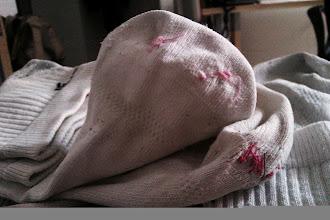Photo: Nuevo modelo económico: zurcir calcetines #economiasostenible