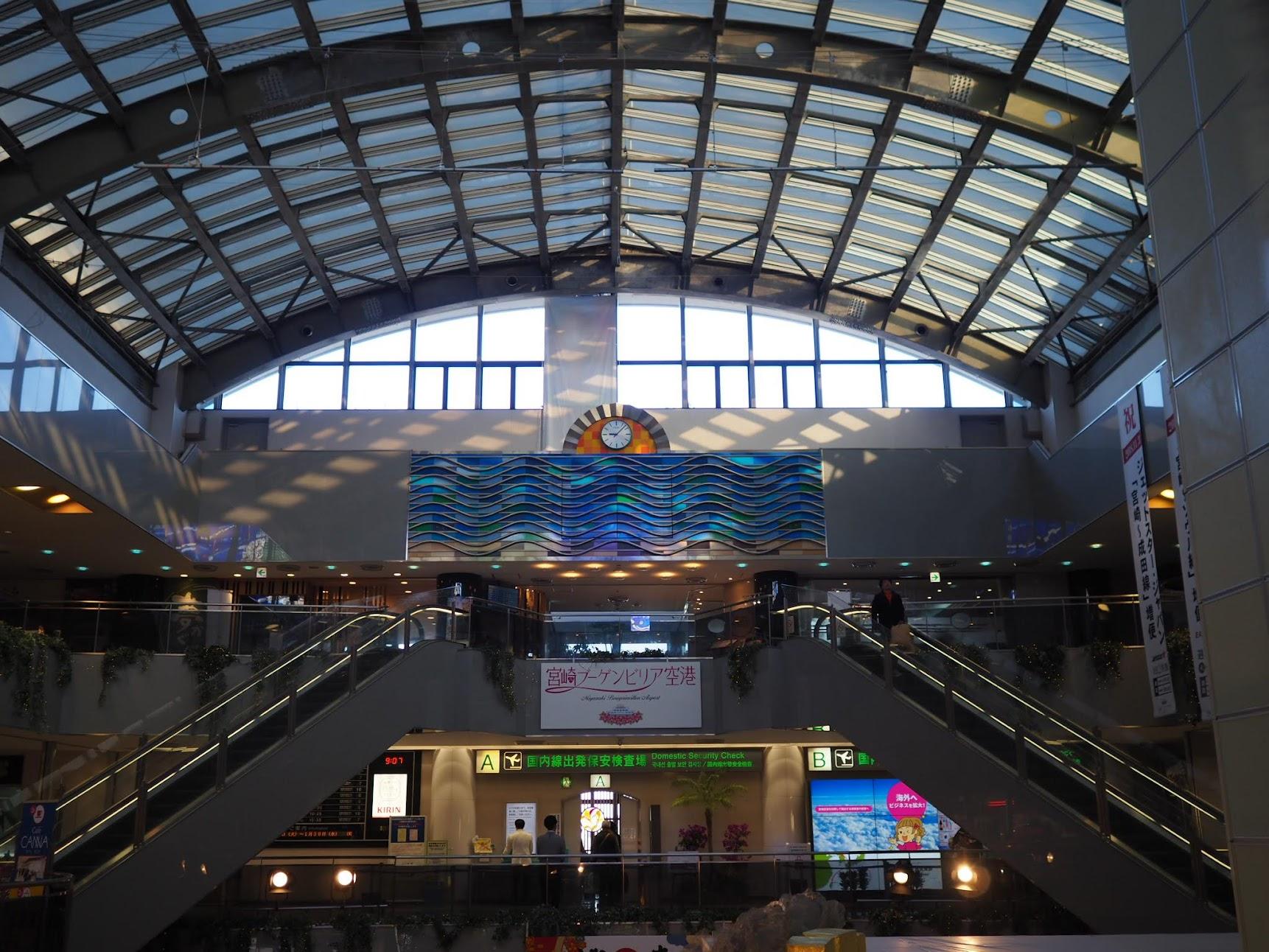 ブーゲンビリア空港の内観