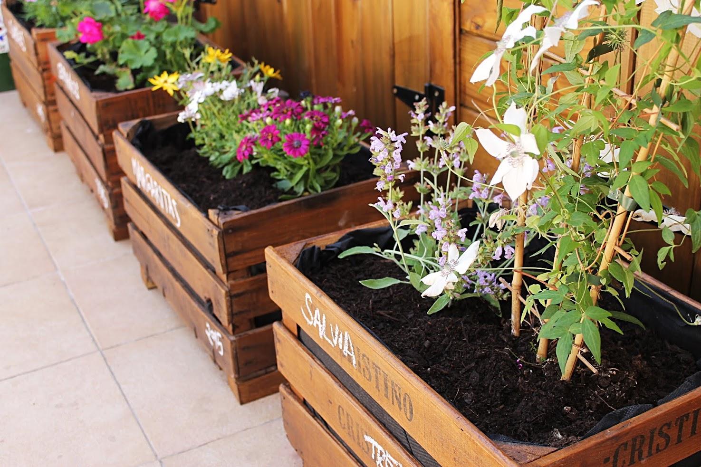 Decora tu casa con cajas de madera el blog de cositas for Casas decoradas con plantas naturales