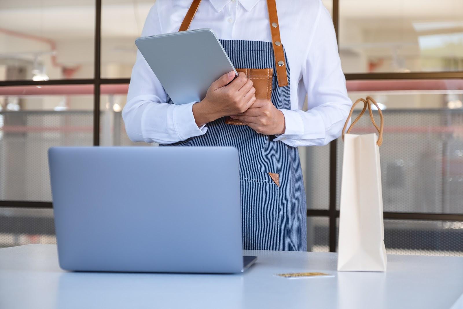 Admin toko online juga perlu memahami online shop yang dijalankan