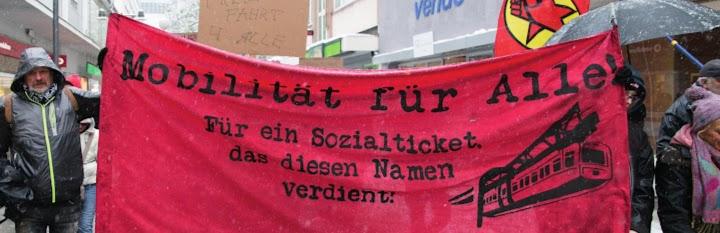 Demonstrierende mit Transparent: «Mobilität für Alle. Für ein Sozialticket, das diesen Namen verdient!».