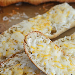Hidden Valley Ranch Roasted Garlic Cheese Bread