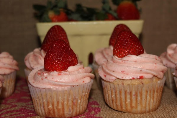 Frost cupcakes and garnish with additional strawberry, if desired!