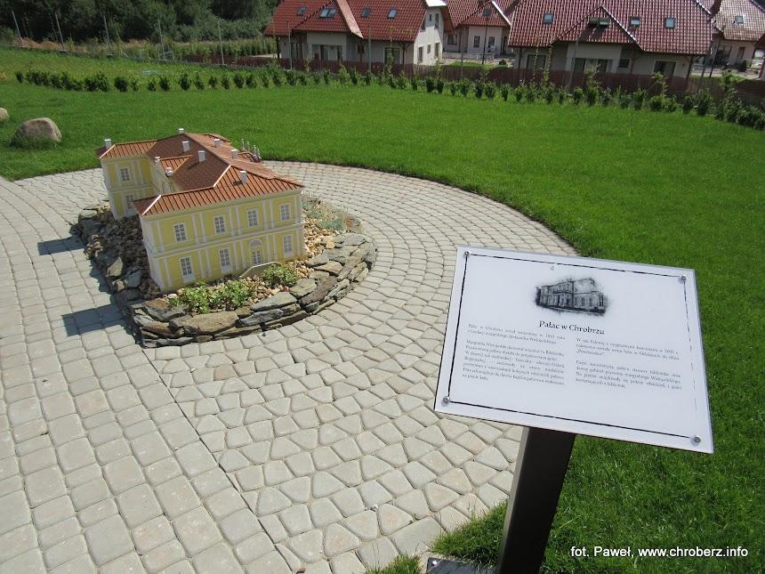 Pałac wChrobrzu wparku miniatur wChrustach
