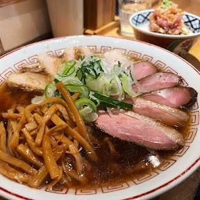 【魅惑グルメ】魚介丼と食べる肉と肉が肉と肉の旨みを高めた肉醤油ラーメン / 超多加水自家製手揉み麺 きたかた食堂