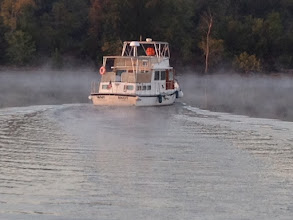Photo: Why Knot cruising out into the mist on the Illinois River (taken by The Zone)