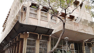 Fachada del edificio de Correos que quiere adquirir el Ayuntamiento