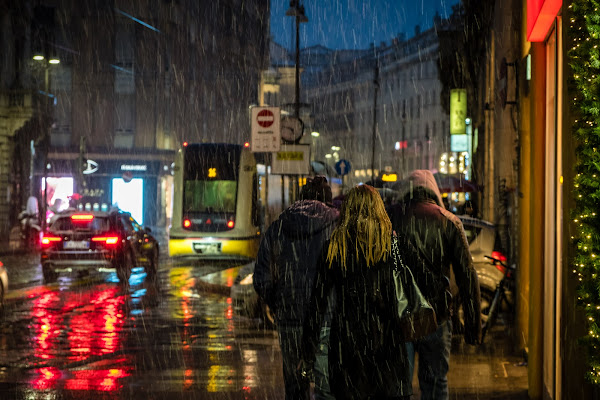 ...senti che fuori piove, senti che bel rumore... di Sergio Locatelli