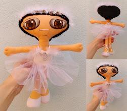 Photo: Boneca leda #6 Muñeca de fieltro cosida enteramente a mano, pelo de lana, cara pintada con pintura de tela. Numeradas y con certificado de adopción, no hay dos iguales. Semi personalizable.