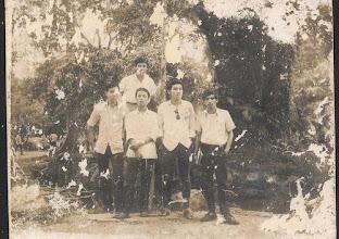 Photo: NPHà – NHN – Ng.Thành Long? - Thành Hương . Hàng sau : ?.
