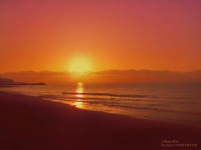 Photo: Sonne macht gute Laune  Sunrise (Sonnenaufgang)  Die Einheit mit der Natur gehört zu den mächtigsten Gefühlen, die ein Mensch erleben kann.  Das überwältigende Gefühl, auf dem Gipfel eines Bergs zu stehen und die Landschaft zu betrachten,  die sich in ihrer wilden Schönheit vor einem ausbreitet.