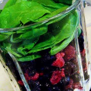 Quick & Healthy Berry Breakfast Shake