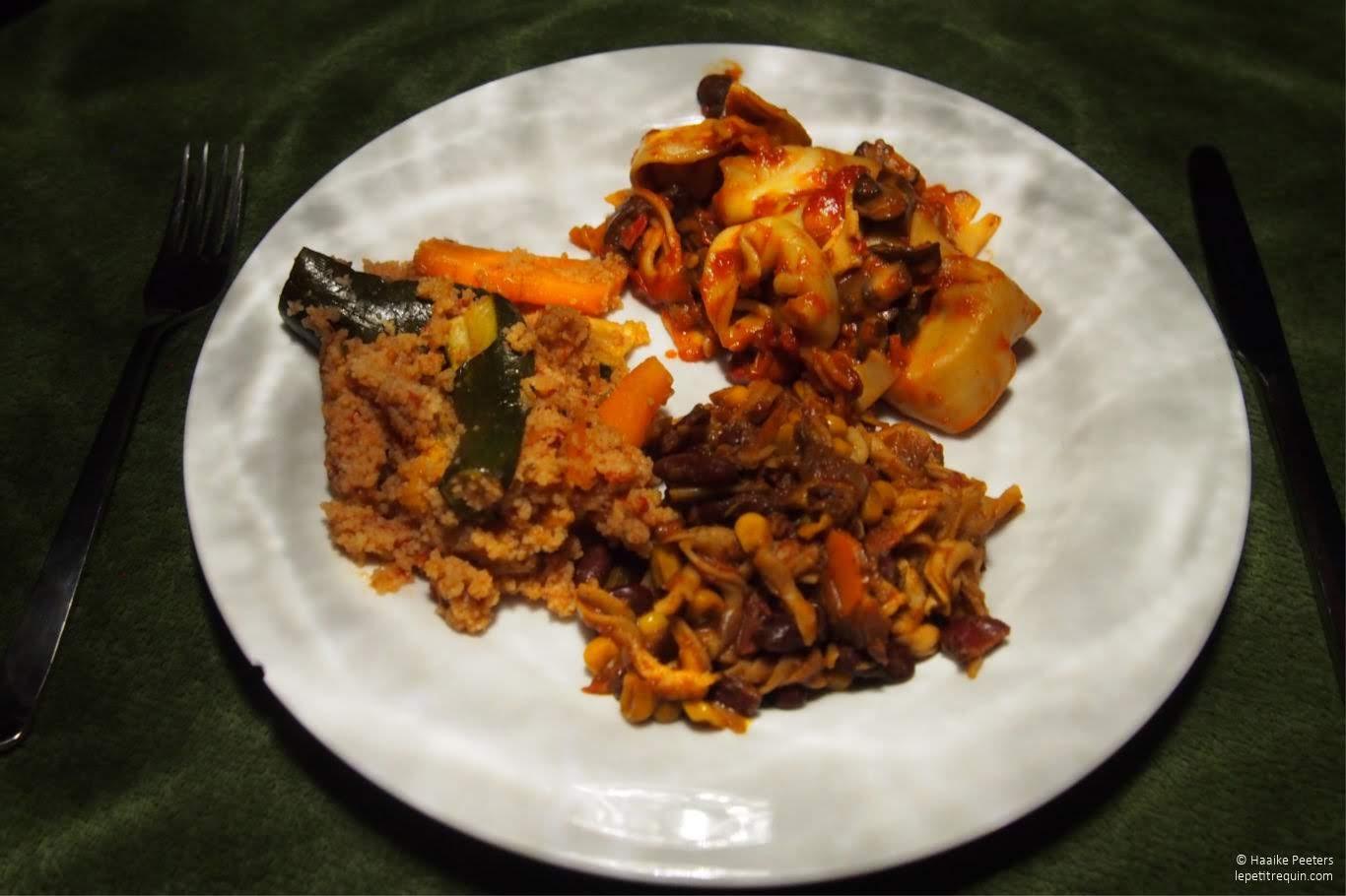 Trio van tortellini, chili sin carne en couscous (Le petit requin)