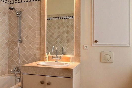 Family bathroom at 4 bedroom Luxury Apartment in Victor Hugo