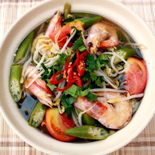 Canh Chua Rau Muống Tôm (Vietnamese Sour Soup With Prawns And Water Spinach)