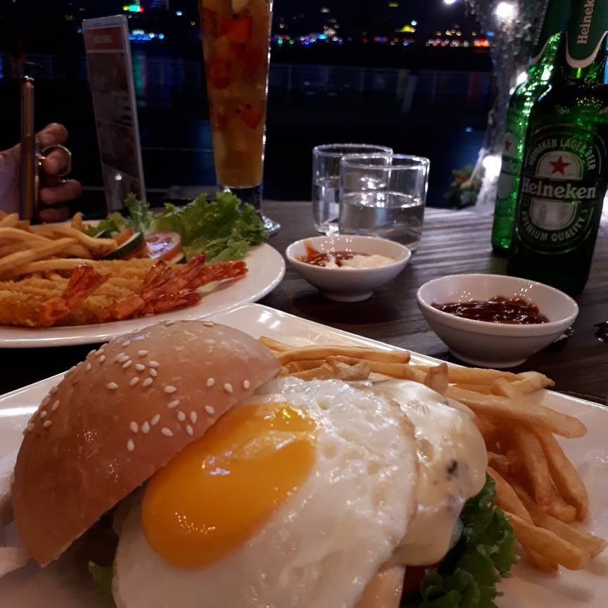 Universal 2 Cafe & Sports Pub is a great place for Danang nightlife