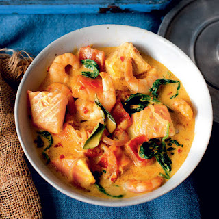 Spinach, Tomato, Prawn And Salmon Curry.