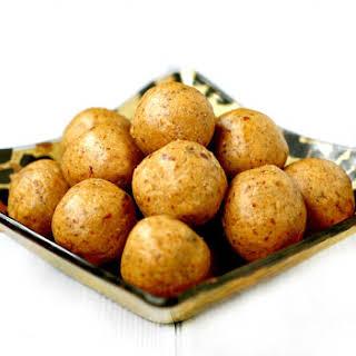 Vanilla Bean Peanut Butter Protein Balls (Vegan, Gluten-Free, Dairy-Free, No Refined Sugars).