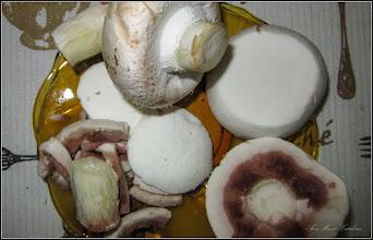Photo: Din Turda,  ciuperci Champignon din comert taiate pentru a fi gatite - 2019.01.04