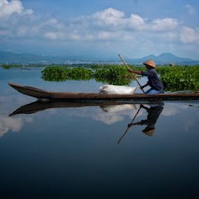 Boat 2 Work by Ayah Adit Qunyit - News & Events World Events ( , water, device, transportation )