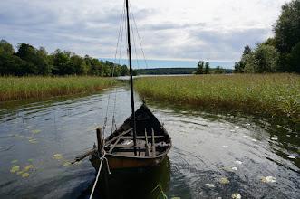 Photo: Vikingastaden Birka på Björkö. Adelsö socken, Ekerö kommun, Uppland. 20160830. Rekonstruktion av vikingaskepp. © Sven Olsson (e-post: kosmografiska@gmail.com)