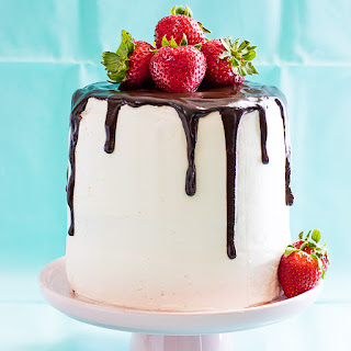 White Cake with Vanilla Buttercream and Strawberries