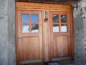Photo: Les entrées séparées des deux appartements