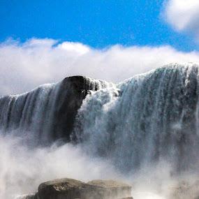 Wrong side by Raymond Fitzgerald - Nature Up Close Water ( usa, niagara falls, canada, waterfall, water,  )